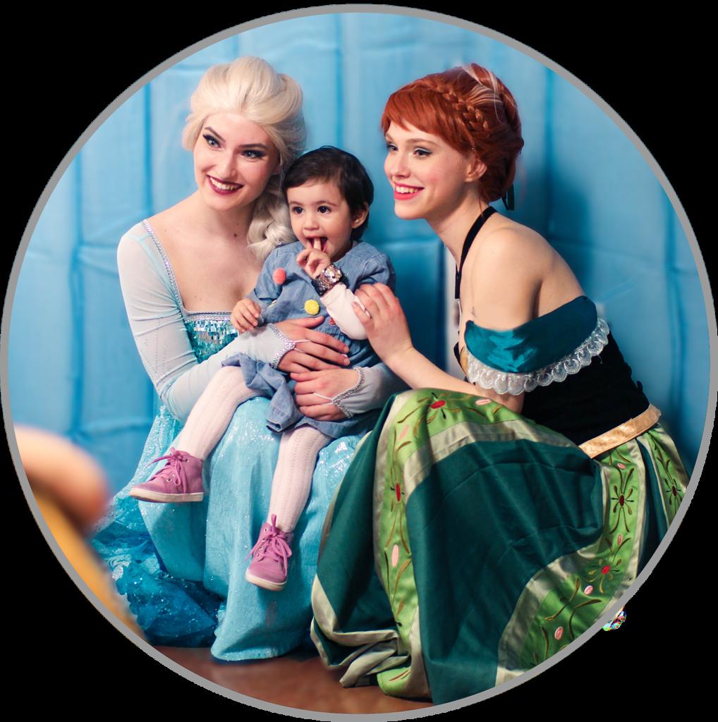 Elsa und Anna bei einem gemeinsamen Kindergeburtstag